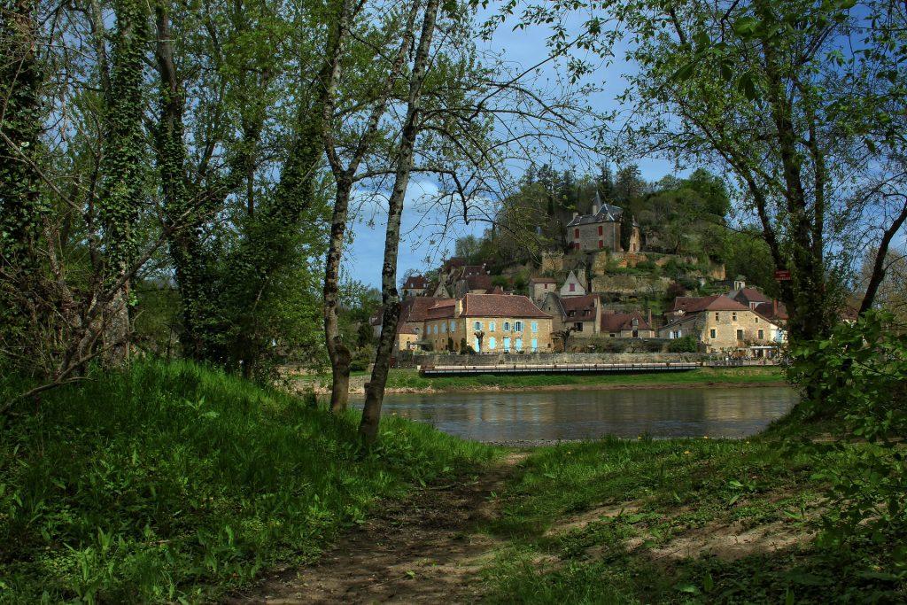 village-fleuve-france